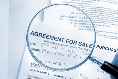 10 Lý do bạn cần gửi ngay Hợp đồng trên bàn cho luật sư của mình